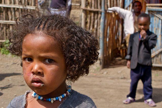Zdjęcia: Etiopia południowa, Kobieca niepewność ;-), ETIOPIA