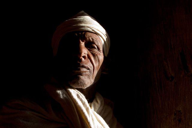 Zdjęcia: kościół w Gonder, W smudze światła, ETIOPIA
