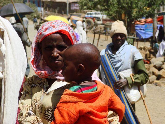 Zdjęcia: Etiopia, Etiopia, Z maluchem, ETIOPIA