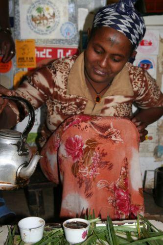 Zdj�cia: gdzie� w etiopskiej knajpce, etiopska kawka - podobno jedna z najlepszych, ETIOPIA