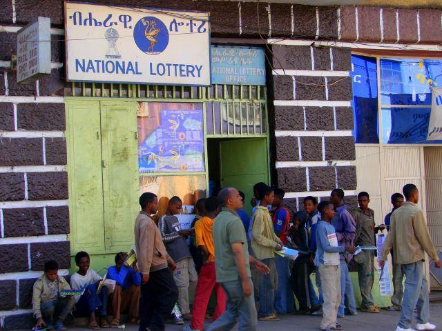 Zdjęcia: Gandor, Gandor, Kolejka po szczęście, ETIOPIA