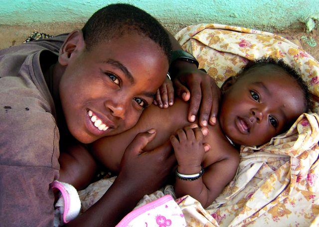 Zdjęcia: Turmi, pd. Etiopia, Rodzeństwo z Turmi, ETIOPIA