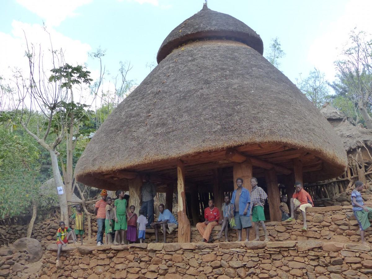 Zdjęcia: Meczeke, DOLINA OMO, Wioska Meczeke - dom kultury i rada gminy, ETIOPIA