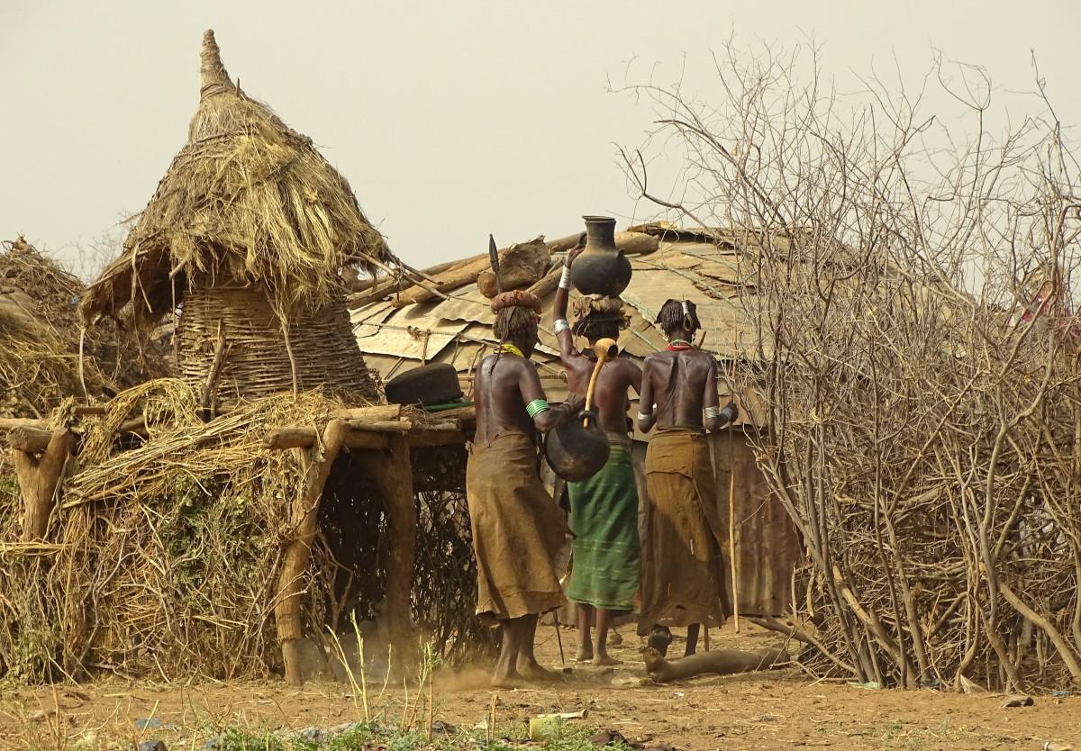 Zdjęcia: wioska plemienia  Daasanach , Dolina Omo, W wiosce  Daasanach , ETIOPIA