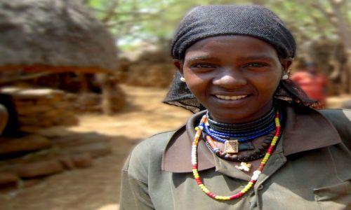 Zdjecie ETIOPIA / pd. Etiopia, Karat-Konso / Wioska ludu Konso / Dziewczyna z ludu Konso