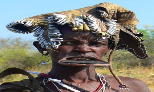 Zdjęcie ETIOPIA / - / Dolina Omo / Mursi'ańska teściowa.
