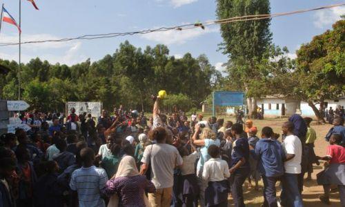 Zdjecie ETIOPIA / Płd Etiopia  / Jinka / Piłka - bezcenny przedmiot pożądania