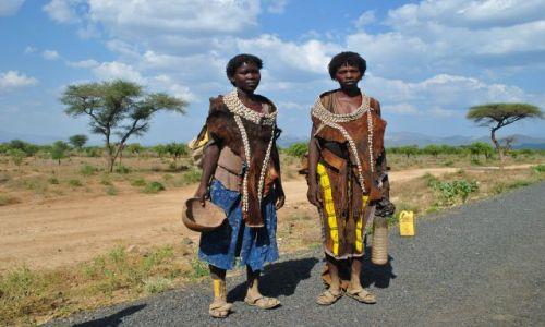 Zdjecie ETIOPIA / Płd Etiopia / Płd Etiopia / Dziewczyny Dosemey w drodze na zakupy