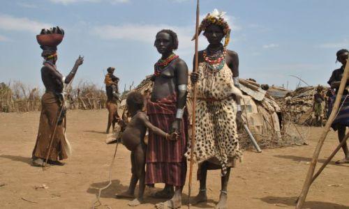 Zdjęcie ETIOPIA / Płd Etiopia / Dolina rzeki Omo / Trzy pokolenia