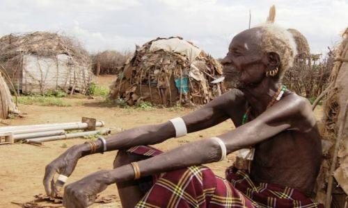 Zdjęcie ETIOPIA / Omo / Omorate / Bo liczy się stoicki spokój