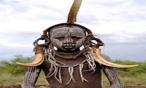 Zdjecie ETIOPIA / Omo / Bodu / Ciężkie , ale biżuteria musi ważyć!!
