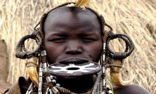Zdjęcie ETIOPIA / Omo / Bodu / Zdobienia