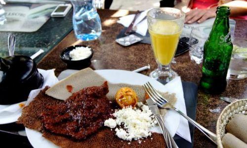 ETIOPIA / Oromia / Addis Abeba / Indżera i inne smakołyki