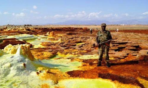 Zdjęcie ETIOPIA / Afar / Dallol / Ochroniarz