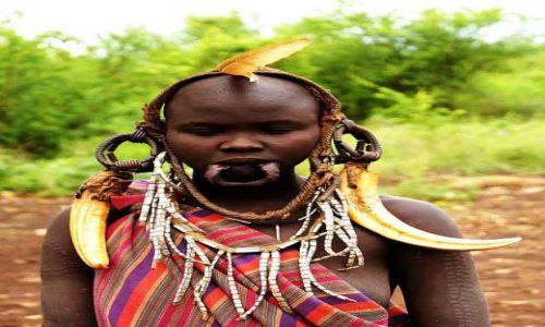 Zdjęcie ETIOPIA / Omo / Bodu / Upiększanie się.