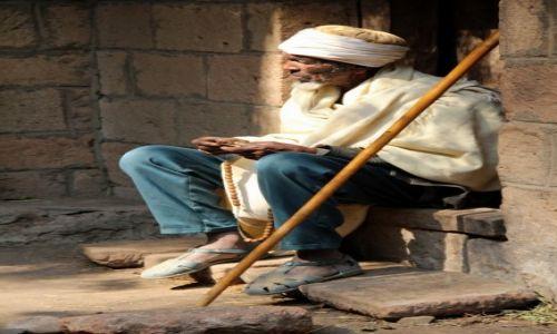 Zdjecie ETIOPIA / Lalibela / Lalibela / Chwila na modlitwe