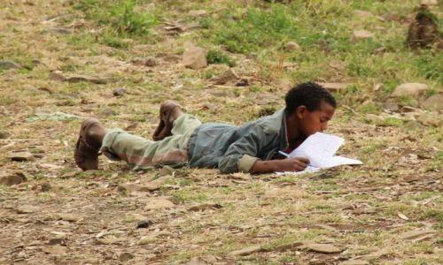Zdjęcie ETIOPIA / Gondar / Gondar / Czy wiecie ze 8- 15 € miesięcznie można pomóc dzieciakom  takim jak on... skończyć szkolę?