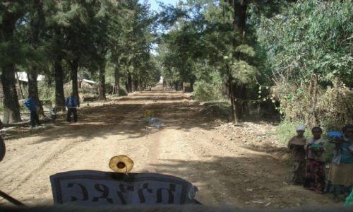 Zdjęcie ETIOPIA / Amhara / droga Debark - May Tsemre / Sytuacje na drogach (5)
