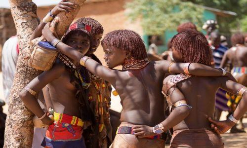 Zdjęcie ETIOPIA / Dolina Omo / Turmi / Pogawędka młodzieżowa