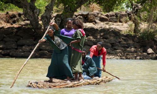Zdjecie ETIOPIA / - / Jezioro Tana / w drodze do szkoły