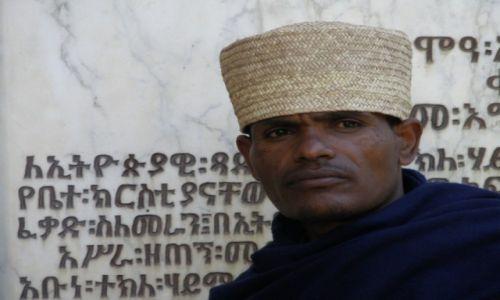 Zdjęcie ETIOPIA / Aksum / Aksum / Kapłan z Aksum