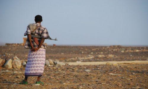Zdjecie ETIOPIA / Etiopia Północna / Pustynia Danakilska / na straży