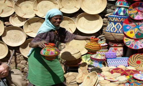 Zdjęcie ETIOPIA / Aksum / Aksum / Uliczny kram z pamiątkami