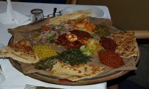 Zdjecie ETIOPIA / Addis Ababa / Restauracja / Jinjera - posiłek Etiopczyków