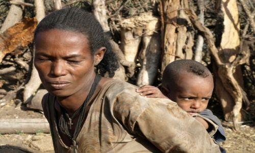 Zdjecie ETIOPIA / Etiopia / Środkowa Etiopia / Mieszkanki górskiej wsi