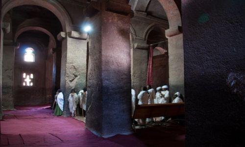 Zdjęcie ETIOPIA / - / Lalibela / mrok i chłód Lalibeli