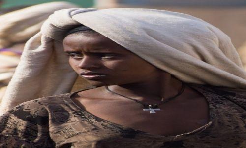 Zdjecie ETIOPIA / 50 km na płd od Addis Abeby / targ w miasteczku / Mieszkanka środkowej Etiopii