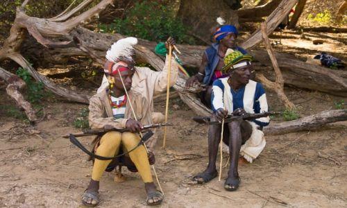 Zdjęcie ETIOPIA / Dolina Omo / wioska Hamerów / Starszyzna w namalowanych rajtuzach