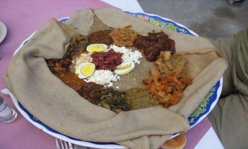 Zdjecie ETIOPIA / - / W Aksum chyba? / Indżera (injera) - etiopskie danie w wersji