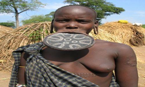 Zdjęcie ETIOPIA / Dolina OMO / wioska plemienia Mursi / Ślicznotka Mursi