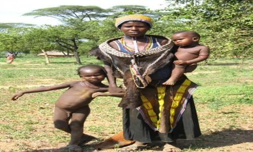 Zdjecie ETIOPIA / Dolina OMO / wioska Hamerów / 6 birrów czyli Hamerka w tradycyjnym stroju