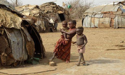 Zdjęcie ETIOPIA / Dolina Omo / Omorate - wioska Dassanech / Dziecięcy świat