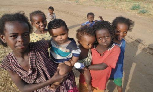 ETIOPIA / Dolina Omo / Okolice Jinka / Najwi�kszy skarb Etiopii - Dzieci