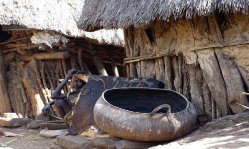 ETIOPIA / Po�udniowa Etiopia / wioska ludu Konso / W wiosce