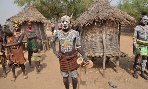 ETIOPIA / Dolina Omo / Okolice Jinki / Cz�owiek zwany America (Plemie Karo)