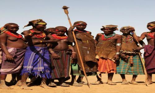 Zdjecie ETIOPIA / Dolina Omo / Wioska Dasench / Młodzież i starszyzna plemienna