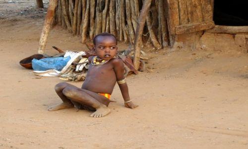 Zdjęcie ETIOPIA / Dolina Omo / wioska Hamerów / Przed  chatą
