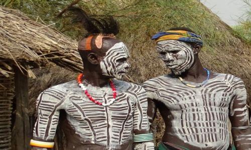 Zdjecie ETIOPIA / Dolina Omo / wioska ludu Karo / Spojrzenie
