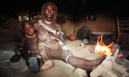 Zdjęcie ETIOPIA / Dolina Omo / Wioska Labale / Domowe ognisko