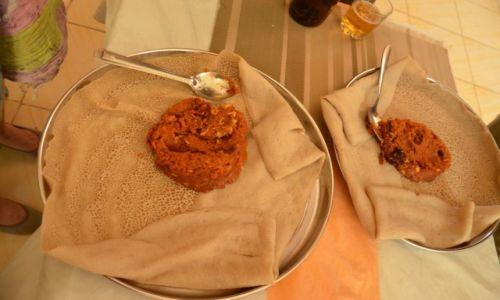 Zdjęcie ETIOPIA / Gdzieś po drodze w knajpie / po drodze / Indżera, Endżera, lub inaczej nazywana tambylcza potrawa