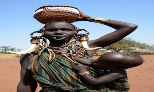 ETIOPIA / Dolina Omo / wioska Mursi / Bez talerzyka ładniej?