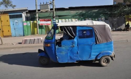 ETIOPIA / Addis Abeba / Przedmie�cia miasta / Miejska Taks�wka.....