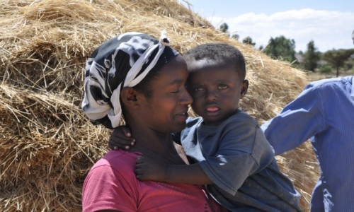 ETIOPIA / Addis Abeba / Okolice... / Szcz�liwa mama....