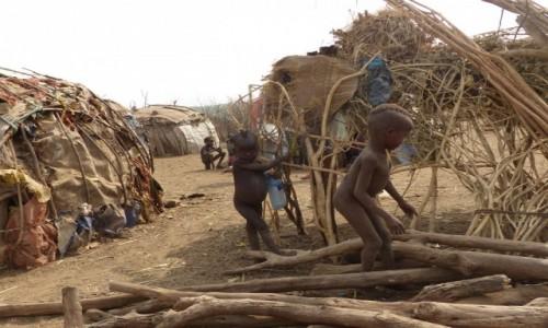 ETIOPIA / DOLINA OMO / WIOSKA DASSENACH�W / Wioska Dassenach�w