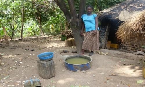 ETIOPIA / Dolina Omo / Wioska Ari / Bimberek sie pędzi - wioska ARI