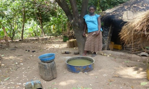 Zdjęcie ETIOPIA / Dolina Omo / Wioska Ari / Bimberek sie pędzi - wioska ARI